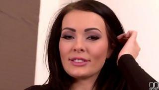 Порно заб - Страстная девка обнажила огромные груди в гостиной
