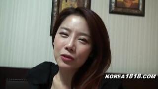 Порно 2020 - Рыжая кореянка в черной блузе дала агенту потрогать её сисечки и вылизала ему соски