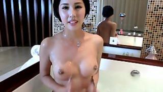 Русский Порно Oнлайн - Нежная азиатка принимает ванну перед веб-камерой