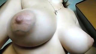 Русское Порносвета - Женщина крупным планом показала тугое очко и большие сиськи
