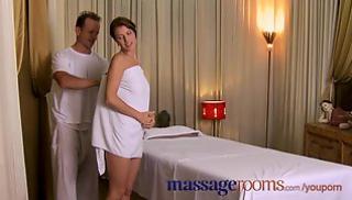 Русское Порно Скачать - Тетка заметила стояк массажиста и дала себя трахнуть на кушетке