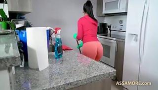Порно 2020 - Лысый тип вздрочнул на домработницу и натянул ее на пенис