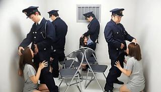 Русское Порно Скачать - Четыре заключенные японки дали полицейским использовать свои рты и попы для членов