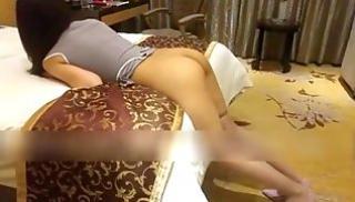 Русский Cекс Bидео - Голый тип приподнял платье стройной азиатки и выебал ее на кровати в отеле