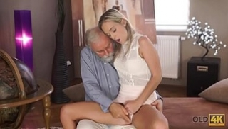 Russian Sex Online - A bearded old man licked a mandala and fucked a young beauty