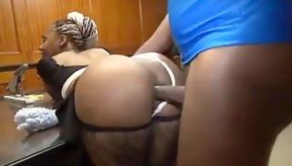 Порно заб - Анальный секс в кабинете негра и толстозадой горничной с заплетенными волосами