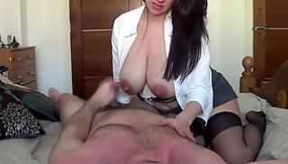 Русское Порно - Зрелая тетка запрыгивает на мужа и принимает его фаллос в мокрую дырку