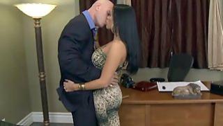 Русское Порно - Лысый начальник мнет дойки ассистентки и делает ей куннилингус на рабочем столе