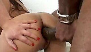 Русский Порно - Негр надавал тетке за щеку и засадил большой член в ее тугое очко