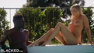 Русский Cекс Скачать - Нескромная блонда сама подкатила к негру с предложением поебаться после купания
