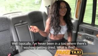 Русский Cекс - Секс таксиста с темнокожей брюнеткой с глубокой глоткой в машине