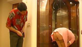 Русское Cекс Oнлайн - Молодой хозяин шпилит раком зрелую горничную в розовом халате