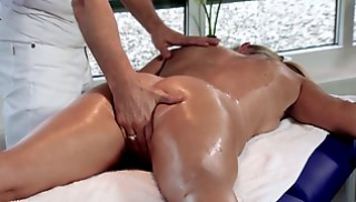 Russian Pornography - The masseur wants to surprise a Mature client and shoves the phallus into her oily pussy