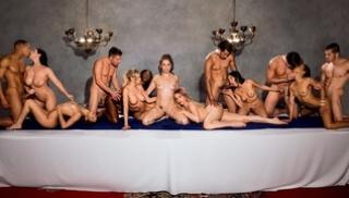 Порно 365 - Несколько обнаженных блядей после застолья потрахались с приятелями