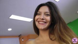 Русский Порно Oнлайн - Толстый партнер развел на секс молодую латинку и кончил ей в ротик в финале