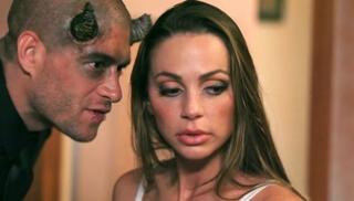 Русское Cекс Bидео - Рогатый пришел лично наказать плохую деваху и трахнул её в ротик