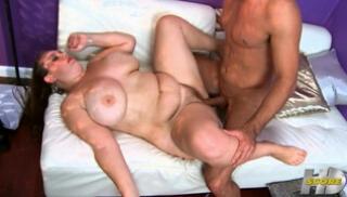 Русское Порно Скачать - Жирная мадам трясет огромными титьками во время скачки на члене приятеля
