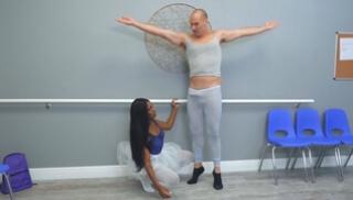 Русский Бесплатно Порно - Бритоголовый уборщик шпилит чернокожую балерину с длинными волосами в зале